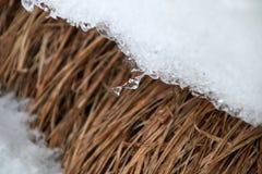 Sopel przy krawędzią snowdrift obraz stock