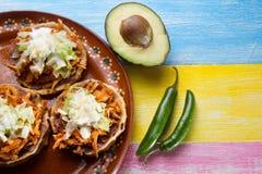 Sopes de Tinga do mexicano imagens de stock royalty free