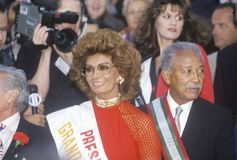 Sophia Loren y alcalde David Dinkins, Columbus Day Parade, New York City, Nueva York Foto de archivo