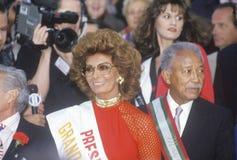 Sophia Loren y alcalde David Dinkins, Columbus Day Parade, New York City, Nueva York foto de archivo