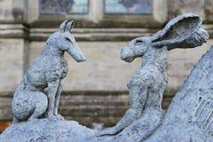 Sophie Ryder Art Exhibition en la catedral de Salisbury Fotos de archivo