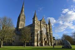 Sophie Ryder Art Exhibition en la catedral de Salisbury Foto de archivo