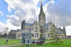 Sophie Ryder Art Exhibition in Salisbury-Kathedrale Lizenzfreie Stockfotografie