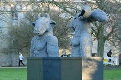 Sophie Ryder sztuki wystawa przy Salisbury katedrą Zdjęcie Stock