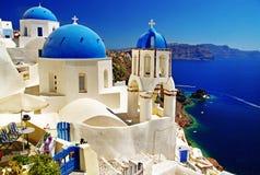 Sopló iglesias de Santorini Fotos de archivo libres de regalías