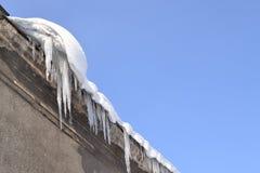 Sople i śnieg na dachu Obraz Stock