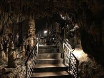 Soplenowie i stalagmity Gyokusendo jama w Japonia obraz royalty free