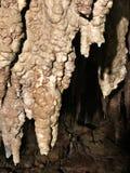 Soplenowie i stalagmity Gyokusendo jama w Japonia zdjęcie stock