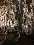 Soplenowie i stalagmity Gyokusendo jama w Japonia obraz stock