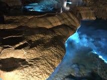Soplenowie i stalagmity Gyokusendo jama w Japonia fotografia stock