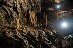 Soplenowie i stalagmity w jamie obrazy stock