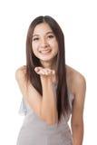 Soplo asiático joven hermoso de la mujer un beso Foto de archivo libre de regalías