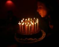 Soplo de la vela del feliz cumpleaños Imagen de archivo
