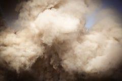 Soplos del humo mullidos Fotos de archivo libres de regalías