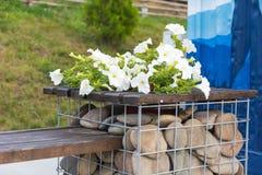 Soporte al aire libre para las flores de la piedra Imágenes de archivo libres de regalías