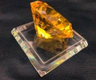 Soporte amarillo de la gema fotografía de archivo