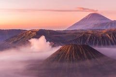 Soporte Bromo, Mt Batok y Gunung Semeru en Java, Indonesia Fotos de archivo libres de regalías