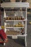 Soporte con la miel de la abeja Imágenes de archivo libres de regalías