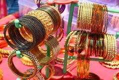 Soporte con las pulseras La India Fotografía de archivo libre de regalías