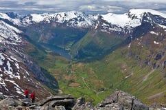 Soporte Dalsnibba que pasa por alto el fiordo de Geiranger Fotografía de archivo libre de regalías