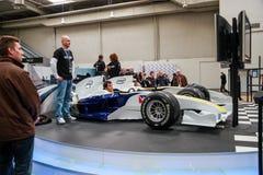 Soporte de entrenamiento automatizado funcionamientos del simulador del hombre basado en el coche de competición Foto de archivo
