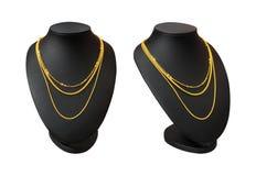 Soporte de exhibici?n del collar con el collar del oro aislado en el fondo blanco Parte del maniqu? en blanco superior Trayectori fotografía de archivo