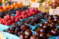 Soporte de fruta fresca fotografía de archivo libre de regalías