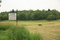 Soporte de la granja a continuación Foto de archivo libre de regalías