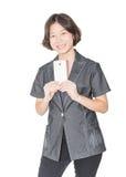 Soporte de las mujeres con usar el teléfono móvil Imagenes de archivo