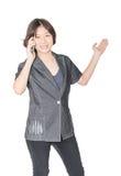 Soporte de las mujeres con usar el teléfono móvil Imagen de archivo