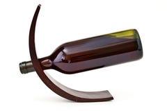 Soporte de madera decorativo de la botella de vino Fotos de archivo
