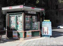 Soporte de periódico en Italia Fotos de archivo