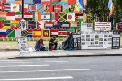 Soporte del activista de Londres en cuadrado del parlamento Imagen de archivo libre de regalías