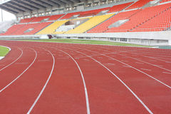 Soporte del estadio y pista corriente Imagen de archivo libre de regalías