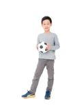Soporte del muchacho con la bola sobre blanco Imagen de archivo