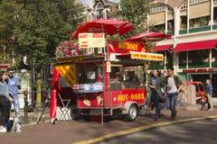 Soporte del perrito caliente en Amsterdam Fotografía de archivo libre de regalías