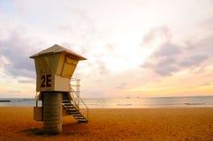 Soporte del protector de vida en la puesta del sol Imagen de archivo libre de regalías