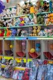 SOPORTE EN EL FUNFAIR, PARÍS FRANCIA - 10 DE AGOSTO DE 2014 Soporte en una diversión Imágenes de archivo libres de regalías