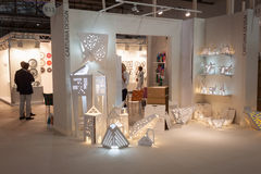 Soporte en HOMI, demostración internacional del diseño de Cartuna del hogar en Milán, Italia Imagenes de archivo