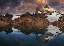 Soporte Fitz Roy, Patagonia, la Argentina Fotos de archivo