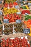 Soporte fresco de la fruta y verdura Fotos de archivo libres de regalías