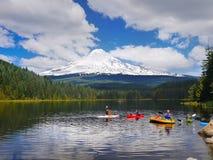Soporte Hood Volcano, vacaciones de verano del lago Trillium, Oregon Imagen de archivo libre de regalías