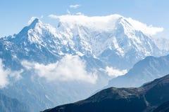 Soporte Langtang con viaje del circuito de Arround Langtang de las nubes fotografía de archivo