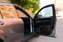 Soporte largo usado del coche de la S-clase S350 de Mercedes-Benz (W221) en un stree imágenes de archivo libres de regalías