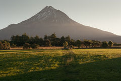Soporte Taranaki en la puesta del sol Fotografía de archivo