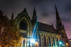 Soporte Vernon Place United Methodist Church en la noche en Baltimore Foto de archivo libre de regalías