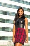 Soportes y sonrisas hermosos del adolescente Fotos de archivo