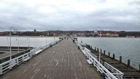 Sopot Pier Molo in de stad van Sopot, Polen stock video