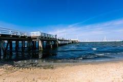 SOPOT, POLÔNIA - 9 DE AGOSTO: Povos no molo de Sopot no mar Báltico, o 9 de agosto de 2014 Sopot é destino principal da saúde e d Foto de Stock Royalty Free