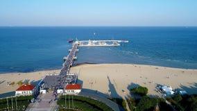Sopotu kurort w Polska i wybrzeżu morze bałtyckie z zdrojem, molem i plażą, zbiory